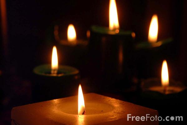 90_12_14-candles_web